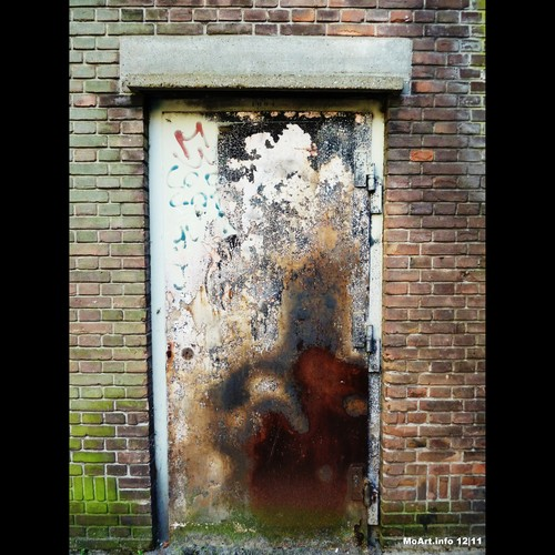 Cartoon: MoArt - The Door 11 (medium) by MoArt Rotterdam tagged rotterdam,moart,moartcards,door,deur,verlaten,abandoned,horror,scifi